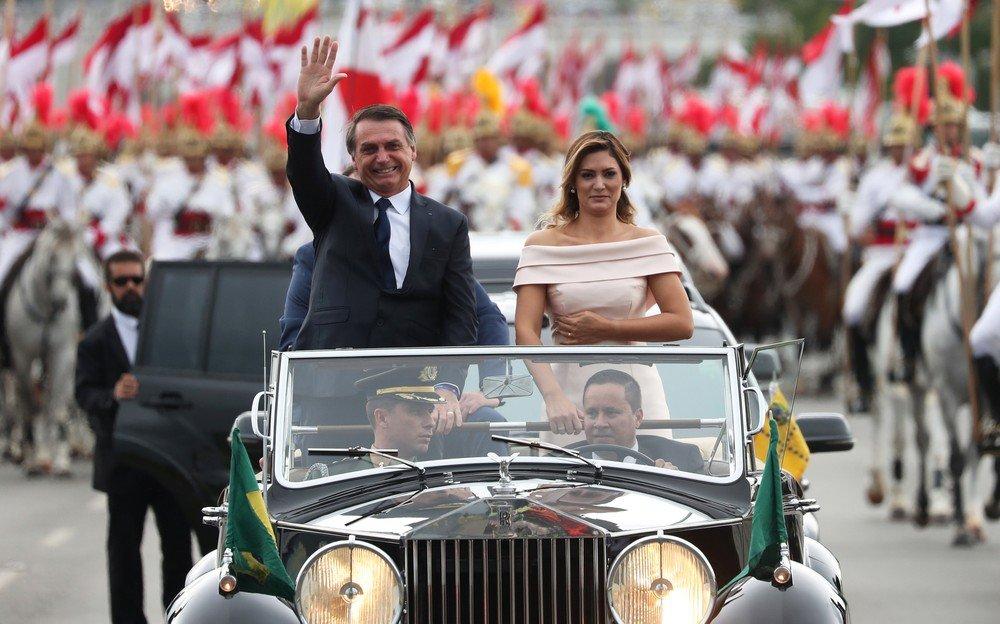 Jair Bolsonaro, e sua esposa, Michelle Bolsonaro — Foto: Ricardo Moraes/Reuter